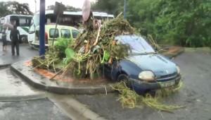 Des pluies torrentielles tombent en Martinique depuis vendredi provoquant de sérieuses perturbations sur le réseau routier et l'activité de l'île