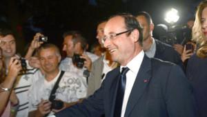 François Hollande et Valérie Trierweiler à leur arrivée au fort de Brégançon, le 2 août 2012.