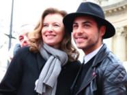 Valérie Trierweiler et Alban Bartoli ont donné de la voix pour le Secours Populaire dimanche 21 décembre sur les Champs-Elysées.