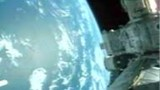 Un cosmonaute se met au golf en orbite