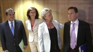 Eric Besson et Pierre Lellouche ont justifié la politique française à l'égard des Roms devant les commissaires européens Viviane Reding et Cecilia Malmström, le mardi 31 août 2010 à Bruxelles.