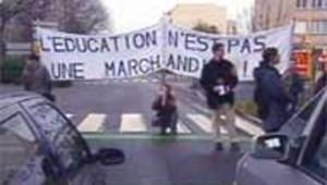 Etudiants manifestation Rennes nov 2003 (LCI)