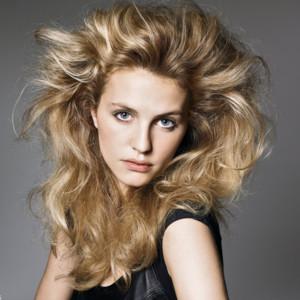 http://s.tf1.fr/mmdia/i/99/0/les-coiffures-de-noel-halo-de-cheveux-4027990grmnl_1913.jpg?rand=5388