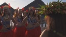 Les Miss à la plage à Tahiti.