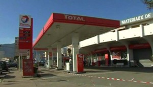 Station-service près d'Ajaccio, fermée faute de carburant (27 février 2009)