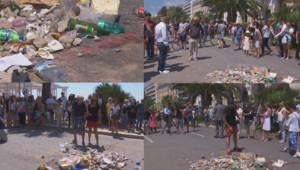 Les passants crachent à l'endroit où le terroriste est mort.