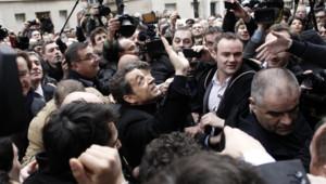 Le candidat UMP à la présidentielle a inauguré son QG samedi matin à Paris, avant de profiter d'un bain de foule avec les militants présents.