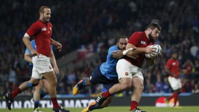 Rugby : Rabah Slimani marque un essai sous les yeux de Frédéric Michalak lors de France-Italie, 19/9/15