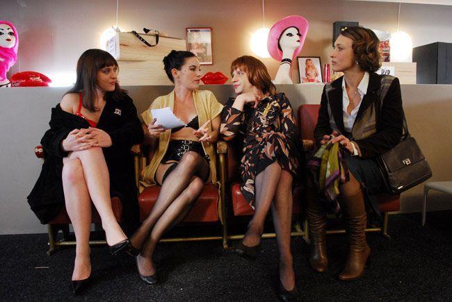 Hard Saison 1. Série créée par Cathy Verney en 2008. Avec : Natacha Lindinger, Francois Vincentelli, Michèle Moretti
