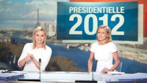 Laurence Ferrari et Claire Chazal sur le plateau de TF1. Un dispositif exceptionnel est mis en place pour le second de l'élection présidentielle.