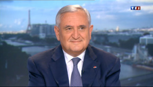"Le 20 heures du 30 juin 2013 : Jean-Pierre Raffarin sur TF1 : �'UMP, ""priorit�u collectif"" - 836.387"
