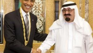 Barack Obama décoré par le roi Abdallah au premier jour de sa visite en Arabie saoudite (3 juin 2009)