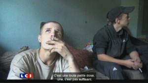C'est le nouveau fléau venu de l'Est : la drogue du crocodile (Krokodile), un substitut de l'héroïne qui détruit la jeunesse russe.