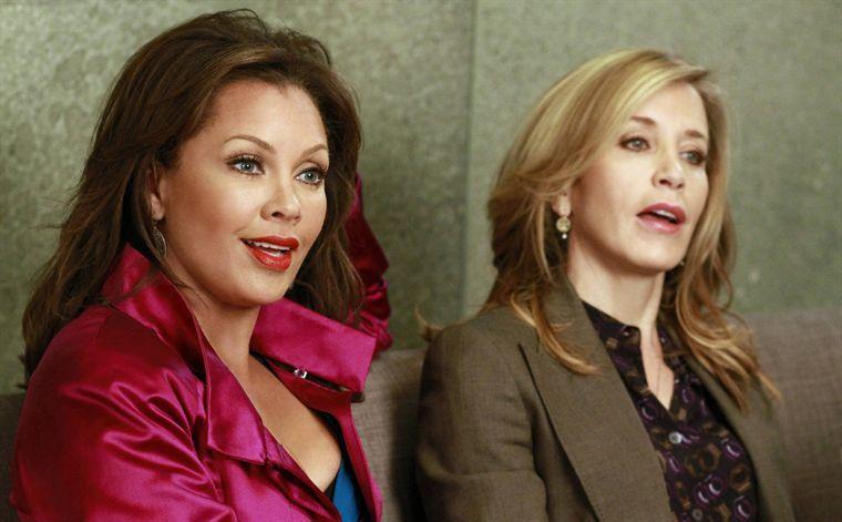 Desperate Housewives Saison 7. Série créée par Charles Pratt, Marc Cherry en 2004. Avec : Teri Hatcher, Felicity Huffman, Marcia Cross et Eva Longoria.