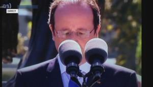 Hollande caché par les micros lors de son discours