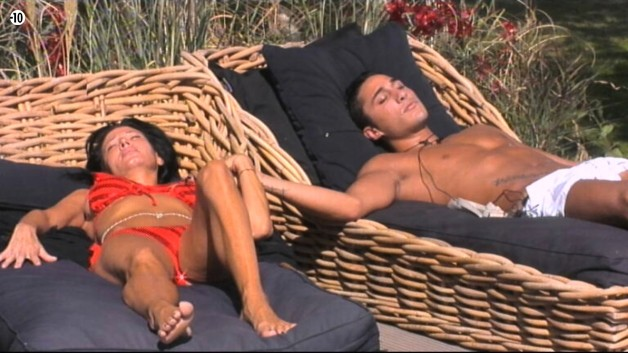 Nathalie confie à Vivian qu'elle pense sincèrement que c'est elle qui va être éliminée ce vendredi aux portes de la finale.