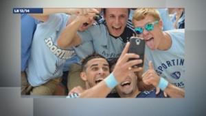 Un selfie réalisé pendant un match de foot.