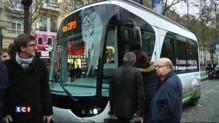 """Paris teste le """"Bluetram"""", mini-tramway électrique, gratuit jusqu'au 15 janvier"""