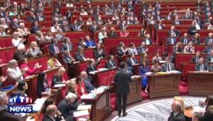 Valls fait la leçon à un député en pleine séance à l'Assemblée
